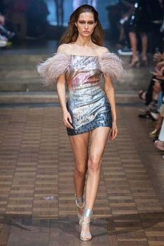 Julien Macdonald Spring 2020 Ready-to-Wear Fashion Show - Vogue 2020 Fashion Trends, Fashion Week, Fashion 2020, Runway Fashion, Fashion Show, High Fashion, Fashion Tips, Julien Macdonald, Dressy Dresses