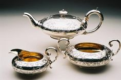 Melon shaped teaservice of extremely good gauge, consisting of teapot, creamer and sugarbowl, with gilt interior. The design is beautiful, and has angular engraving. This set is extremely well made, with fantastic attention to detail - the teapot hinge is an example of this (see photo). All 3 pieces are fully hallmarked with clear hallmarks, including the teapot lid. A truly beautiful tea service by very fine makers.