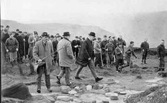 Police and volunteers searching for murder victims at Saddleworth Moor , Moors Murders, Crime Of The Century, Social Services, 12 Year Old, Serial Killers, Volunteers, Investigations, Searching, Police