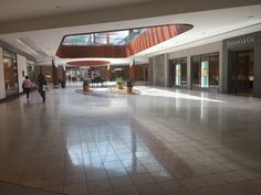 Natick Mall - Framingham (Boston), Massachusetts - Tiffany & Co Natick Mall, Dead Malls, Grand Rapids Michigan, Cozy Place, Abandoned Places, Shopping Mall, Old And New, Arcade, Interiors