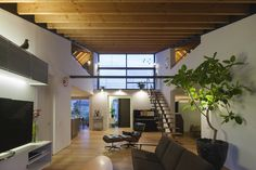 Casa de largo techo a cuatro aguas / Naoi Architecture & Design Office