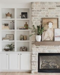 Home Interior Salas .Home Interior Salas Fireplace Built Ins, Home Fireplace, Fireplace Remodel, Fireplace Design, Fireplace Ideas, Fireplace In Living Room, Fireplace In Kitchen, Modern Fireplace Decor, Shelves Around Fireplace