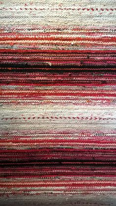 Gentle ombré effect. Weaving Loom Diy, Weaving Art, Tapestry Weaving, Hand Weaving, Weaving Textiles, Weaving Patterns, Rug Inspiration, Textile Fiber Art, Weaving Projects