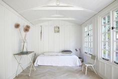House Call: Lorn Road Summerhouse in London - Remodelista Best Interior Design, Interior Design Inspiration, Design Ideas, Colour Inspiration, Fresco, All White Bedroom, White Bedrooms, Master Bedroom, Garden Studio