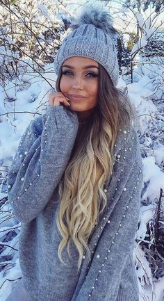 trendy winter outfit / hat + grey sweater