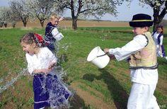 La Pascua en Eslovaquia, los trajes, la aqua y muchas sonrisas !