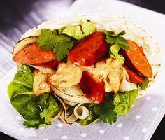 Tortilla med chorizo och grillad lök