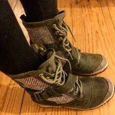 Sorel slim boots in Nori color