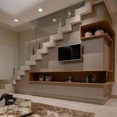 Uma marcenaria linda, e super funcional! ___________________________________________________ ⠀ ✍🏻 Autori Uma marcenaria linda, e super funcional! Home Stairs Design, Railing Design, Interior Stairs, Home Room Design, Home Interior Design, Stairs In Living Room, Ceiling Design Living Room, Bungalow Haus Design, Modern House Design