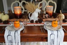 Now this is how to set a fall Thanksgiving table!  Love the rustic wood slabs, the pumpkin place settings and those napkins! eclecticallyvintage.com