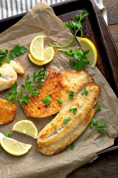 With just 5 minutes of prep and 5 simple ingredients, this Garlic Parmesan Tilapia is an easy and healthy dinner for busy weeknights! A delicious, easy and healthy garlic parmesan Tilapia. Made with only 5 ingredients and ready in only 15 minutes flat! Seafood Dishes, Seafood Recipes, Dinner Recipes, Cooking Recipes, Healthy Recipes, Dinner Ideas, Healthy Food, Tilapia Fish Recipes, Salmon Recipes