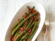 31 Recipes You Can't Live Without: Broiled Asparagus with Sun-Dried Tomato Vinaigrette http://www.prevention.com/food/healthy-recipes/recipes-you-cant-live-without?s=28
