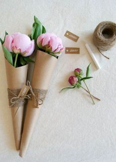 Pin for Later: 48 Beautiful DIY Bridesmaid Gifts That Are Chic and Cheap Flower Bouquet Say thanks with a simple and sweet flower bouquet. How To Wrap Flowers, Diy Flowers, Paper Flowers, Beautiful Flowers, Beautiful Bouquets, Flower Diy, Diy Wrapping Flowers, How To Wrap Bouquet, Wrapping Bouquets