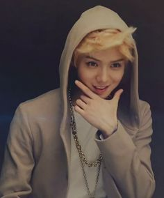 EXO Luhan looking so adorableee♡♡ Growl Era Luhan Exo, Kpop Exo, Park Chanyeol, Btob, 2ne1, Shinee, Kim Jong Dae, Mens Fashion Magazine, Culture Pop