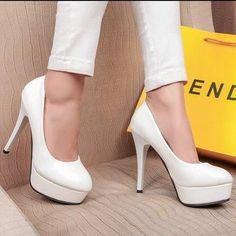 Chaussures à talons blanches, pour mariée/ soirée.