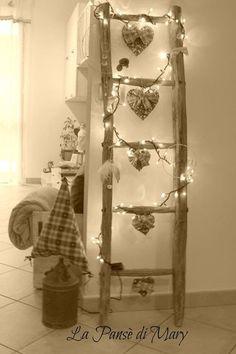 Creative decor ideas for shabby chic lovers # küche Christmas Stairs, Christmas Mood, Diy Christmas Tree, Christmas Ornaments, Merry Christmas, Gingerbread Christmas Decor, Handmade Christmas Decorations, Xmas Decorations, Holiday Decor