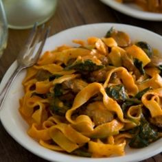 Red Pepper Pasta with Mushroom and Spinach
