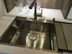 arbeitsplatte aus edelstahl wohnidee cozinhas pinterest arbeitsplatte edelstahl und stahl. Black Bedroom Furniture Sets. Home Design Ideas