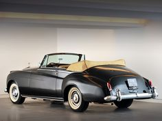 1959 Rolls-Royce Silver Cloud I Mulliner Convertible wallpapers HD - Wallpapers hd Rolls Royce Coupe, Bentley Rolls Royce, Rolls Royce Motor Cars, Classic Motors, Classic Cars, Retro Cars, Vintage Cars, Convertible, Rolls Royce Silver Cloud