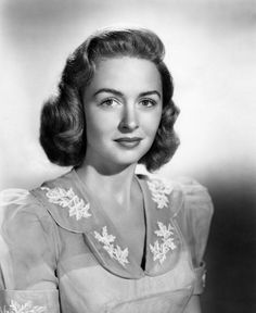 donna reed in it's a wonderful life Classic Actresses, Female Actresses, Hollywood Actresses, Actors & Actresses, Golden Age Of Hollywood, Vintage Hollywood, Classic Hollywood, Hollywood Stars, Classic Beauty
