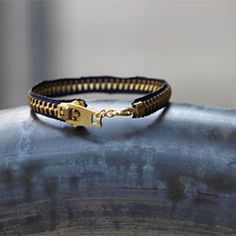 An easy, five minute project: take a zipper and turn it into a cute, trendy bracelet!