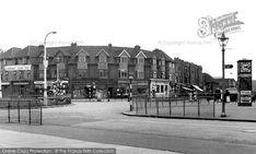 Photo of Dagenham, 'chequers' Road Junction Essex England, East End London, Ol, Past, Birth, Corner, Street View, Memories, Spaces