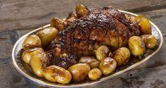 Χοιρινό μπούτι με πατάτες από τον Άκη.Μοναδικά μαριναρισμένο κρέας από μέλι, λεμόνι, μουστάρδα και μυρωδικά γλασαρισμένο με μέλι και ζάχαρη