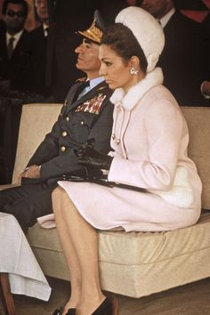 Mohammad-Reza Shah and Empress Farah Pahlavi So elegant Empress and royal SHAH ♥️👑♥️👑♥️👑♥️😘♥️😘♥️😘♥️👑♥️😘♥️😘 Farah Diba, Adele, King Of Persia, Pahlavi Dynasty, The Shah Of Iran, Royal Monarchy, Iranian Women, Royal Prince, High Society
