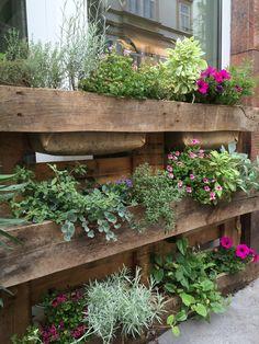 Potting Sheds, Inside Outside, Garden Sheds, Kraut, Apartment Design, Buildings, Tables, Gardens, Design Ideas