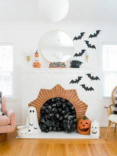 If you don't have your Halloween decorations up yet, now's the time! If you're looking for Halloween decoration ideas, I have just the inspiration for you! A few simple touches can truly go a long way. Pretty Halloween, Halloween Inspo, Halloween Home Decor, Halloween House, Fall Home Decor, Holidays Halloween, Spooky Halloween, Halloween Crafts, Halloween Party