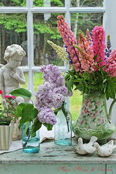 Such a pretty vignette, filled with wonderful cottage elements!