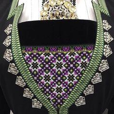 Mønster 22F2 i lilla #hardangerbunad #vinterdrakt #bringeduk #bunadsutstyr Folk Clothing, Norway, Diy And Crafts, Cross Stitch, Shoulder Bag, Stars, Sewing, Bottle, Hardanger