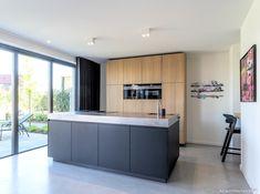 Nieuwbouw modern woonhuis in Borne Kitchen Time, Kitchen Dining, Kitchen Island, Apartment Projects, House Inside, Modern Kitchen Design, Kitchen Interior, New Homes, Bathtub
