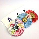 Blumen-Haarclips in verschiedenen Farben. Nicht nur was für Mädchen! :-) Coin Purse, Couture, Wallet, Purses, Fashion, Recyle, Fabrics, Flowers, Colors