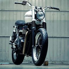 Very cool custom retro-vintage Triumph…today's gratuitous motorcycle post…. Kiddo Motors Triumph Thruxton