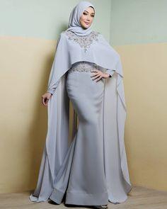 """Primadona @errafazira wearing a custom #rizmanruzainicreations dress by #rizmanruzaini #makeup by @sharhim_khan #photographby @blackpepperproduction…"""