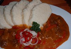 Letní plněná paprika | Mimibazar.cz Thai Red Curry, Chili, Ethnic Recipes, Food, Meal, Chile, Essen, Chilis, Hoods