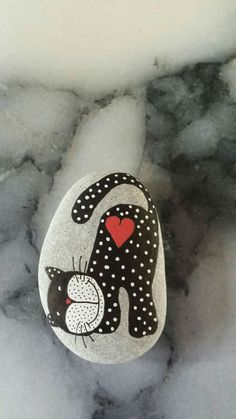 Painted rock with a kitty cat ramadan gifts раскрашенные камни, камни, гале Pebble Painting, Dot Painting, Pebble Art, Stone Painting, Stone Crafts, Rock Crafts, Arts And Crafts, Painted Rock Animals, Hand Painted Rocks
