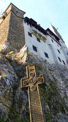 "Bran Castle (otherwise known as ""Dracula's Castle""), Transylvania, Romania: http://bbqboy.net/highlights-around-brasov-romania-including-bran-castle/ #bran #romania"