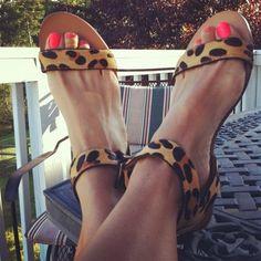 Tem que ter: Sandália rasteira de oncinha - Must-Have: Leopard print sandal