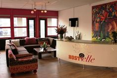 La reception dell'ostello Hostelle ad Amsterdam