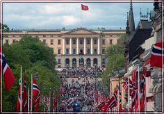 parade - Royal Palace in Oslo Norway Oslo, Constitution Day, Royal Palace, Green Bay, Beautiful Places, Louvre, Street View, Country, World