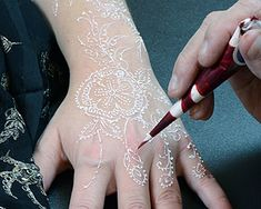 The Henna Page - White Henna: what it is and how to use it (from the folks who originated it)