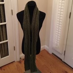 """IRELANDS EYE HAND KNITTED IRISH LONG WOOL SCARF GORGEOUS IRELANDS EYE HAND KNITTED LING WOOL CABLE KNIT SCARF MEASURES 70"""" by 5"""" Accessories Scarves & Wraps"""