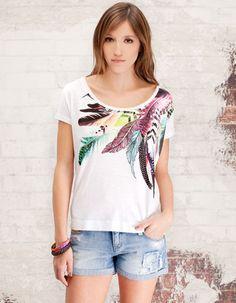 Camiseta estampado étnico  $39,900  COP
