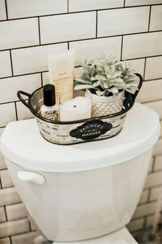 Home Decor Diy Farmhouse bathroom decorating ideas - cheap farmhouse decor ideas for decorating your home on a budget.Home Decor Diy Farmhouse bathroom decorating ideas - cheap farmhouse decor ideas for decorating your home on a budget Decorating Your Home, Diy Home Decor, Fall Decorating, Budget Decorating, Interior Decorating, Cheap Decorating Ideas, Decorating Decks, Spring Home Decor, Decorating Games