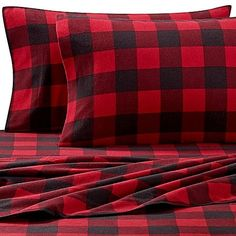 Full Buffalo Plaid Heavyweight Flannel Sheet Set in Red Black NEW. Keep yourself warm all season long with these super soft Seasons Collection Heavyweight Flannel Sheet Set. Made of cotton and brushed for ultimate softness. Plaid Bedroom, Plaid Bedding, Linen Bedding, Bed Linens, Buffalo Print, Buffalo Plaid, Buffalo Check, Queen Sheets, Bed Sheets
