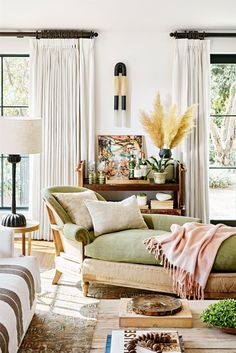 better homes living room design ideas - Internal Home Design Living Room Designs, Living Room Decor, Living Spaces, Living Rooms, Decoracion Vintage Chic, Hollywood Hills Homes, Hollywood House, Design Salon, Celebrity Houses