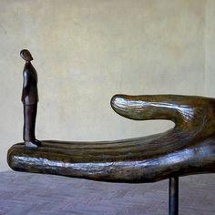 Jean-Michel Folon Art Story, Kamakura, Blacksmithing, Art Oil, Wood Carving, Oeuvre D'art, Sculpture Art, Surrealism, Contemporary