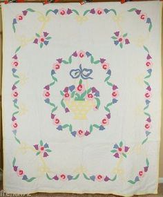 This WONDERFUL cotton deco basket quilt is hand appliqued and hand quilted, with nice floral borders. Old Quilts, Antique Quilts, Vintage Quilts, Hand Applique, Applique Patterns, Basket Quilt, Floral Border, Hand Quilting, Floral Bouquets